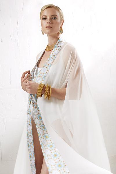 Burj_Al_Arab_chiffon_robe_LR_grande